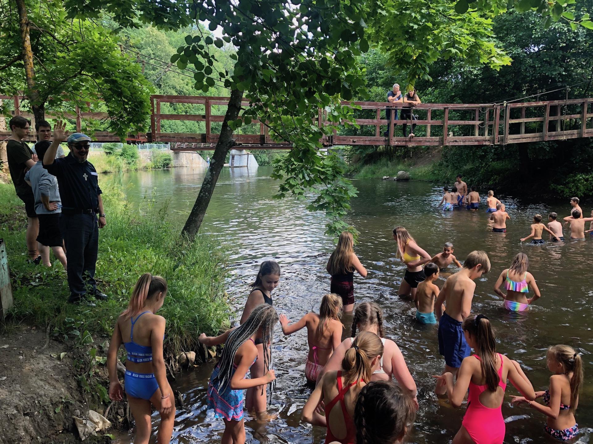 Nel fiume Vilnele, con l'acqua fredda